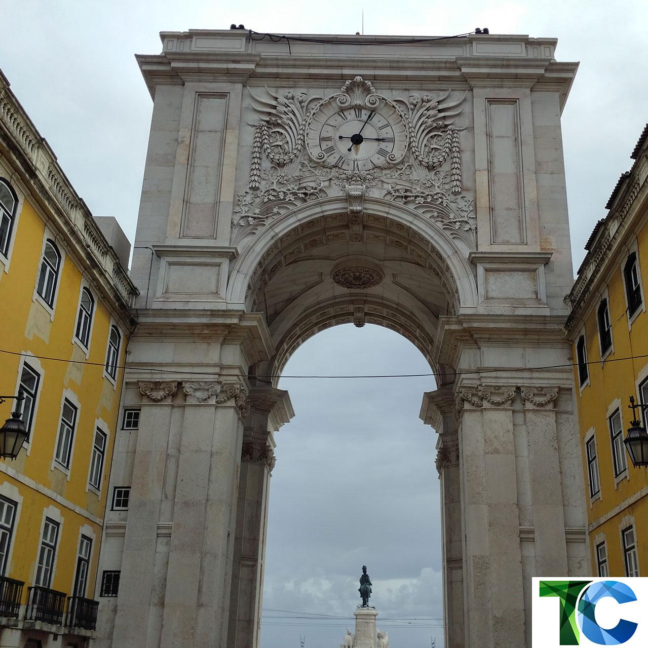 Der Arco da Rua Augusta stellt den Eingang zur Baixa Pombalina, der nach dem Erdbeben 1755 neu gebauten Innenstadt Lissabons dar. (Copyright: Thorsten Claus)