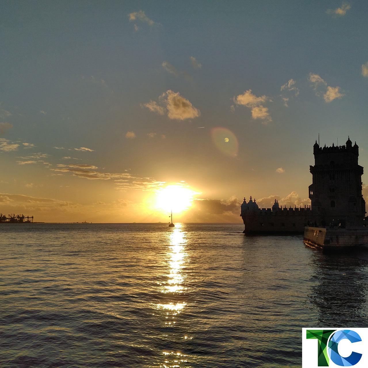 Sonnenuntergang im Lissabonner Stadtteil Belém an der Tejomündung. (Copyright: Thorsten Claus)